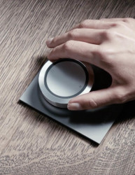 Bang & Olufsen - BeoSound Essence, remote table